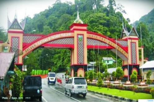 Gerbang Kota Padangpanjang. Sebanyak 19 orang warga Kota Padangpanjang kini dinyatakan positif corona. Jumlah tersebut tertinggi kedua di Sumbar, setelah Kota Padang yang jumlahnya 118 orang. NET