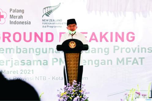 Ketua Umum PMI Jusuf Kalla (JK) memberikan sambutan saat peletakan batu pertama pembangunan gudang logistik cadangan untuk Provinsi Nusa Tenggara Barat di Jalan Puring Nomor 11, Kota Mataram Nusa Tenggara Barat,  Selasa (23/03/2021). PMI