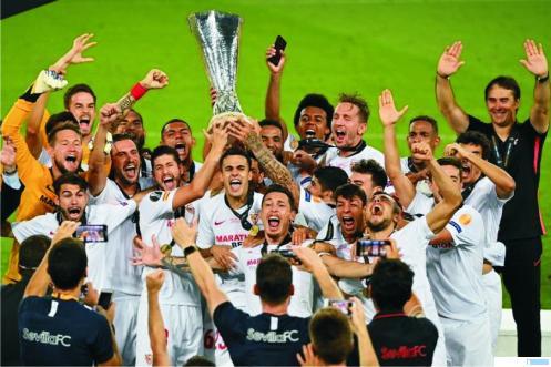 Para pemain Sevilla merayakan kemenangan atas Inter Milan, Sabtu (22/08/2020) dinihari WIB. NET