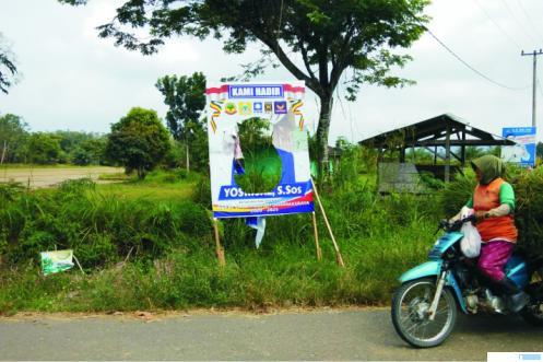 Beberapa baliho balon kepala daerah Kabupaten Dharmasraya sudah mulai terpajang sejak beberapa waktu lalu, dan bahkan juga ada yang sudah rusak. ist