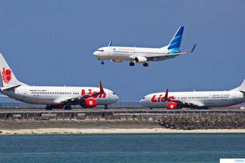 Pesawat LIon Air dan Garuda Indonesia. NET