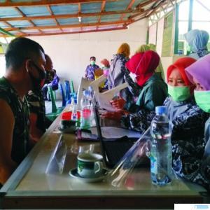 Jajaran TNI di Pasbar yang menerima vaksin Covid-19 tahap kedua. RIZAL