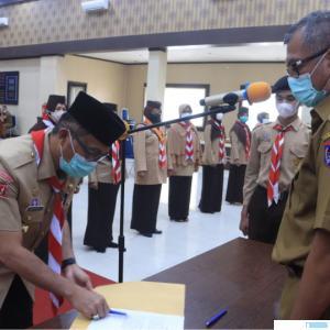 Walikota Payakumbuh Riza Falepi melantik 40 orang Pengurus Kwartir Cabang 0314 Gerakan Pramuka Kota Payakumbuh masa bakti 2020-2025 di Aula Ngalau Indah lantai III Kantor Walikota Payakumbuh, Selasa (27/04/2021). IST