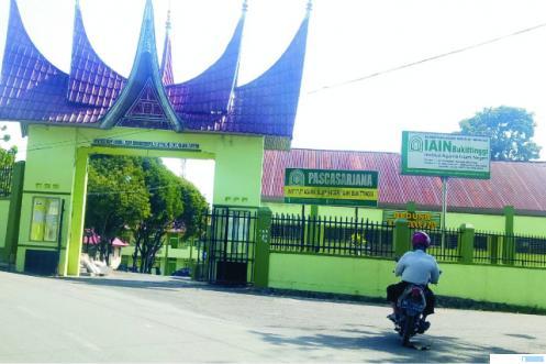 Kampus IAIN Bukittinggi di Garegeh. Warga setempat sangat keberatan dan menolak kampus tersebut dipindah ke Kubang Putih, Kabupaten Agam. JON