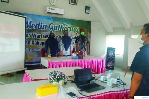 Media Gathering BPJS Payakumbuh bersama wartawan Luak Limopuluah yang juga diisi dengan kegiatan aksi sosial bagi-bagi masker, Kamis (17/09/2020). NITA
