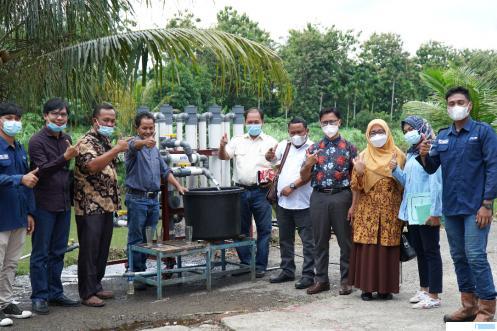 Demonstrasi water treatment buatan Institut Teknologi Padang (ITP) dalam kunjungan studi banding PT. GLP dan SMKN 1 Sinunukan Natal Sumatera Utara di Kampus ITP, Sabtu (03/07/2021). DOK.ITP