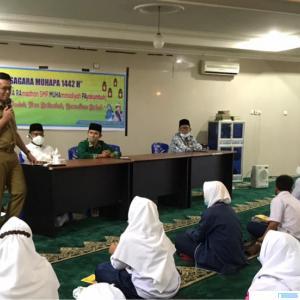 Wakil Walikota Erwin Yunaz membuka secara resmi kegiatan pesantren Ramadhan 2021 yang digelar SMP Muhammadiyah Payakumbuh, Senin (19/04/2021) di Masjid Ansharullah Muhammadiyah, Kota Payakumbuh. IST