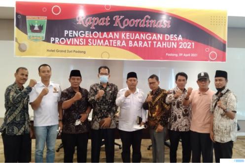 Para pengurus Forum Wali Nagari (Forwana) Provinsi Sumatera Barat (Sumbar) terpilih periode 2021-2024 pada Musda Forwana Sumbar, Jumat (09-04-2021) di Hotel Grand Zuri, Padang. IST
