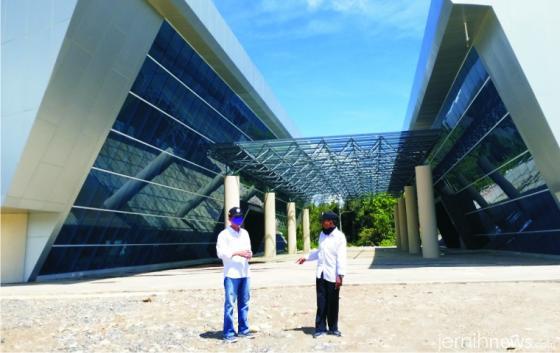 Monas Bela Negara yang dikenal juga dengan Monumen PDRI Koto Tinggi yang terbengkalai sejak 9 tahun lalu. NET