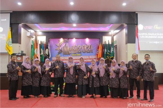Dekan FE UM Sumbar, Dr. Tri Irfa Indrayani, M.Pd beserta jajaran di Masta FE UM Sumbar. IST