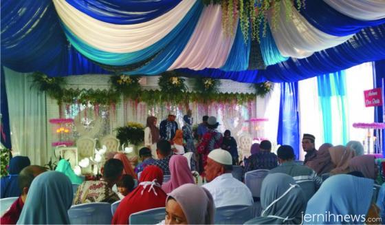 Suasana resepsi pernikahan Iqbal-Mutia di Cibinong. ERZ