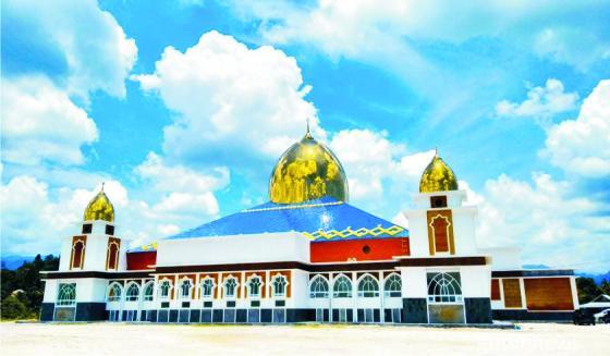 Masjid Raya Al Mughni Padang Pariaman. Salah satu pembangunan yang menonjol yang dilakukan Bupati Ali Mukhni, masa jabatan (2011-2021). NET