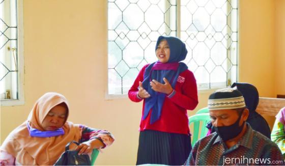 Warga Lareh Sago Halaban (LSH) menyampaikan aspirasinya kepada Ketua DPRD Sumbar, Supardi, dalam reses.