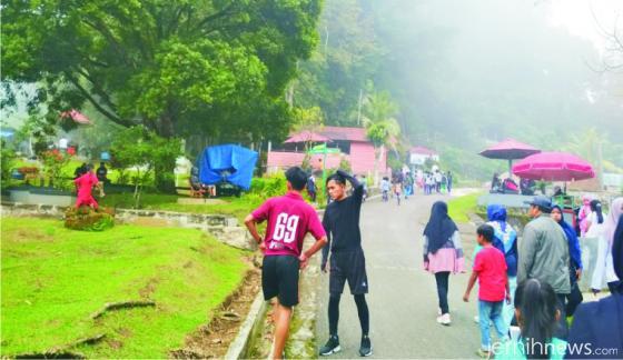 Suasana jogging dan maraton di Kawasan Wisata Ngalau Indah yang selalu ramai. ERZ