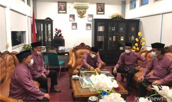 Ramah tamah Ketua DPRD Deni Asra, S.Si dengan Bupati Safaruddin Dt. Bandaro Rajo, Wabup Rizki Kurniawan Nakasri dan juga dua Wakil Ketua DPRD. IST